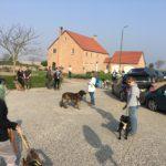 Arrivée des promeneurs avec leur chien