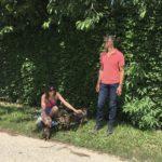 Jack-russel-terrier avec ses maîtres