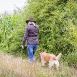 Julie Willems et un malinois en balade canine