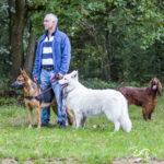 Berger allemand et son maitre avec un berger blanc suisse et un épagneul